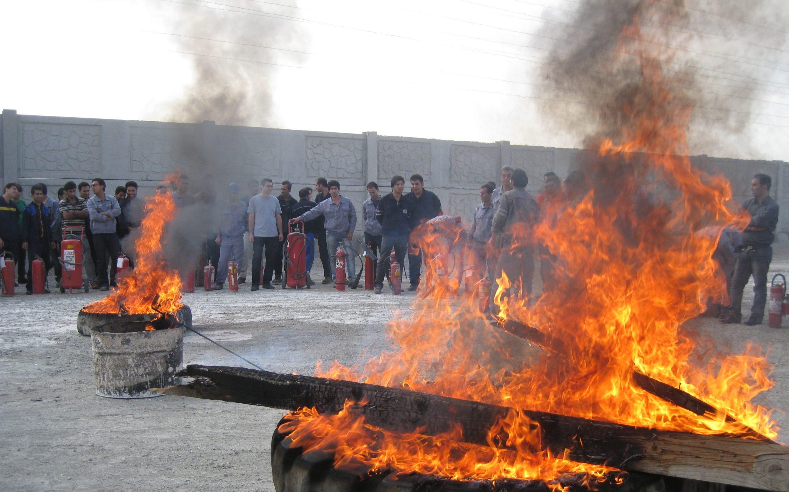برگزاری مانور اطفاء حریق در شرکت سیمان آبیک